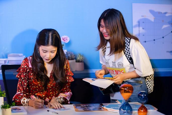 Jun Vũ đọ sắc cùng sao Thái Lan Esther Supreeleela - Ảnh 9.
