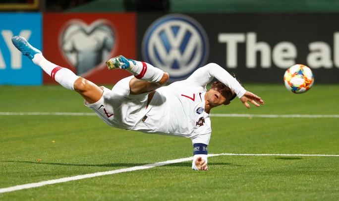 Ronaldo lập cú poker, Bồ Đào Nha vùi dập chủ nhà Lithuania - Ảnh 4.