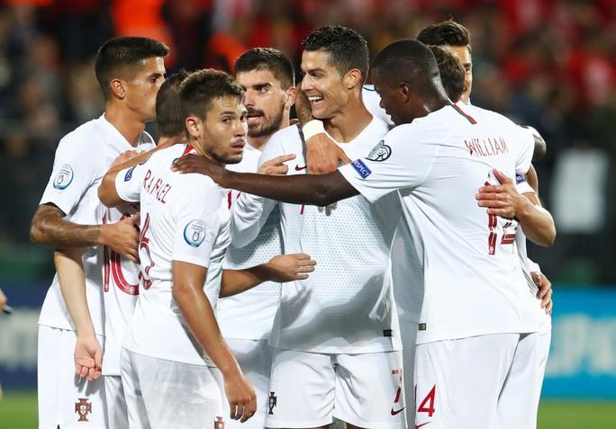 Ronaldo lập cú poker, Bồ Đào Nha vùi dập chủ nhà Lithuania - Ảnh 5.