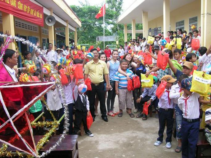 Báo Người Lao Động mang trung thu đến trẻ em nghèo Hậu Giang - Ảnh 18.