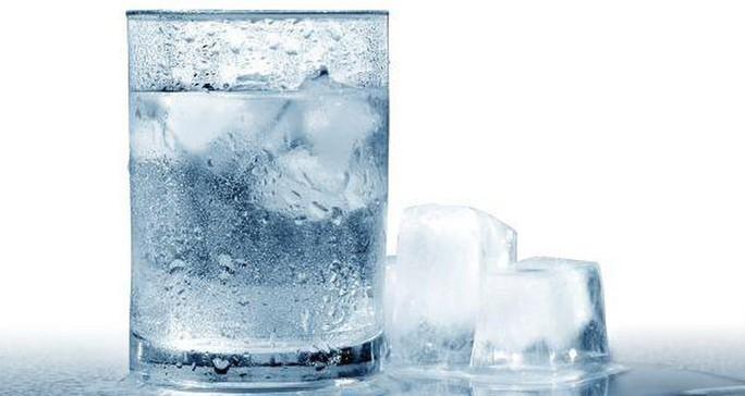 Uống nước lạnh sau ăn có thể gây ung thư? - Ảnh 1.