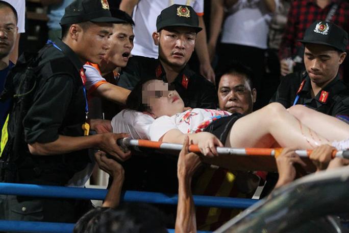 Xem xét chuyển công an xử lý hình sự vụ CĐV Nam Định làm loạn - Ảnh 1.