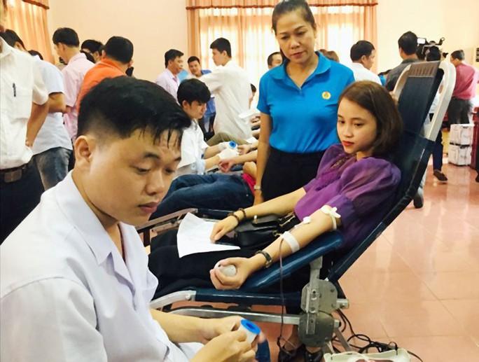 Quảng Trị: Hơn 450 đoàn viên hiến máu tình nguyện - Ảnh 1.