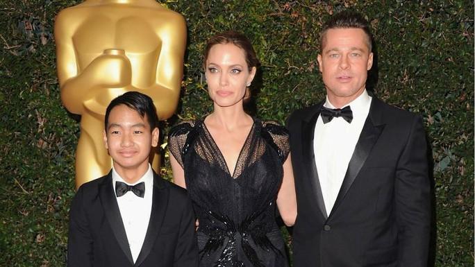 Con cả của Angelina Jolie - Brad Pitt lần đầu nói về cha nuôi - Ảnh 4.
