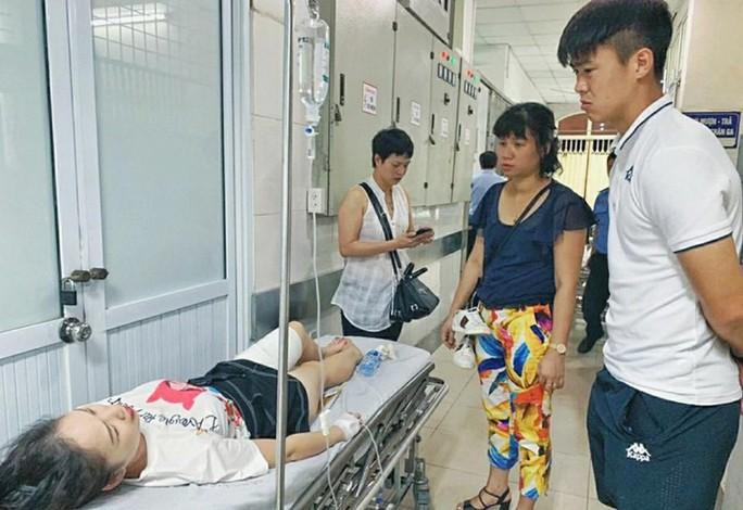 Xem xét chuyển công an xử lý hình sự vụ CĐV Nam Định làm loạn - Ảnh 2.