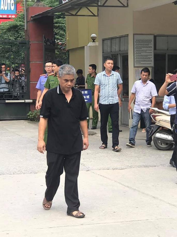 Tài xế Doãn Quý Phiến thực hiện lại tình tiết vụ học sinh tử vong trên xe đưa đón Trường Gateway - Ảnh 2.