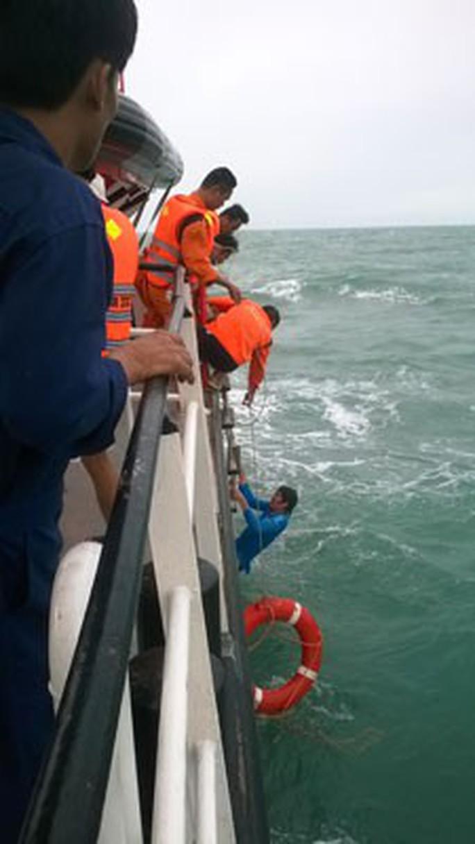 Những chiến binh cứu nạn biển xa - Ảnh 2.