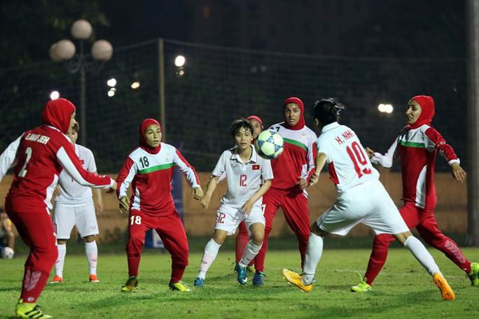 Nữ CĐV Iran tự thiêu vì quyền được xem bóng đá - Ảnh 1.