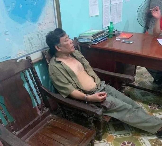 Vụ anh trai truy sát nhà em gái: Cựu phó giám đốc vác dao, súng sang đòi nợ 3 tỉ đồng - Ảnh 1.