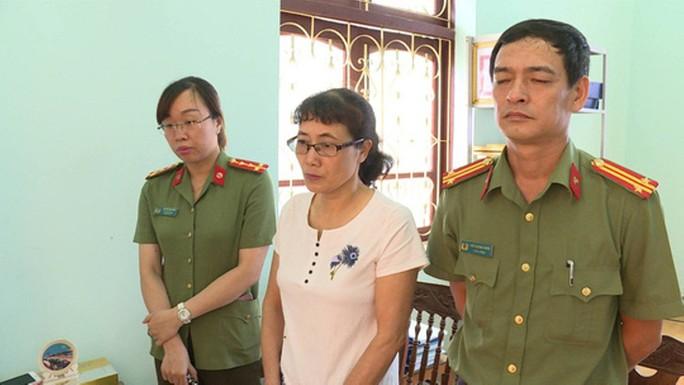 Sáng nay, xét xử 8 bị cáo vụ gian lận điểm thi Sơn La, triệu tập 90 người liên quan - Ảnh 5.