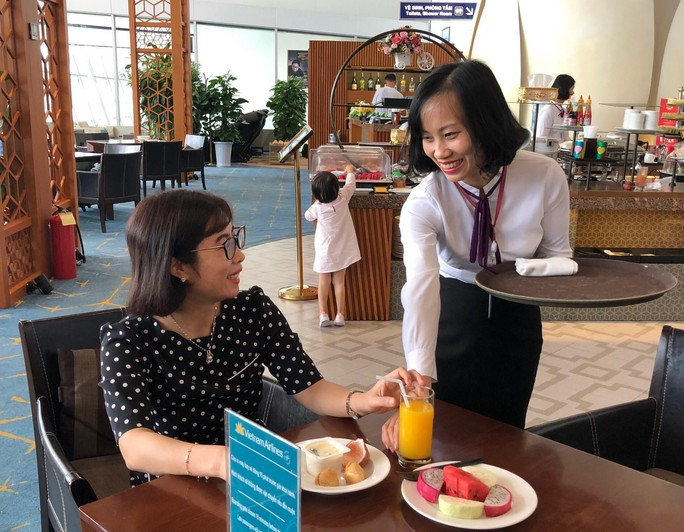 Khách bỏ quên nhẫn vàng hàng hiệu tại sân bay Nội Bài - Ảnh 1.