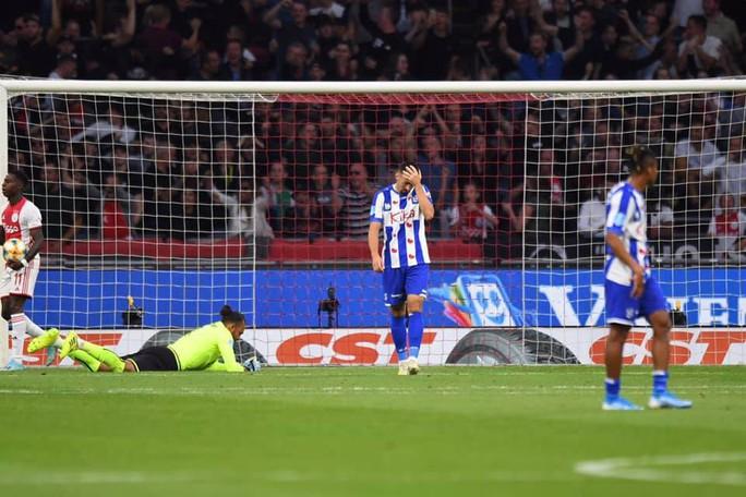 Heerenveen thảm bại trước Ajax, người hâm mộ Việt Nam gọi tên Đoàn Văn Hậu  - Ảnh 2.
