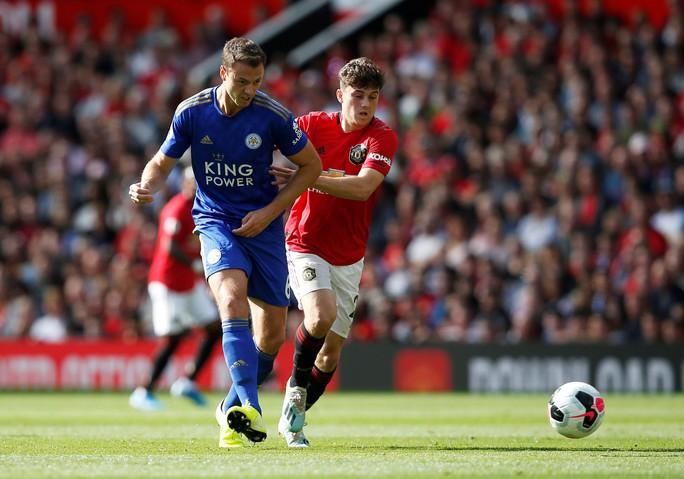 Man United thắng thót tim, Man City gục ngã trước tân binh Norwich - Ảnh 1.