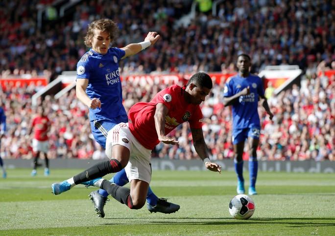 Man United thắng thót tim, Man City gục ngã trước tân binh Norwich - Ảnh 2.