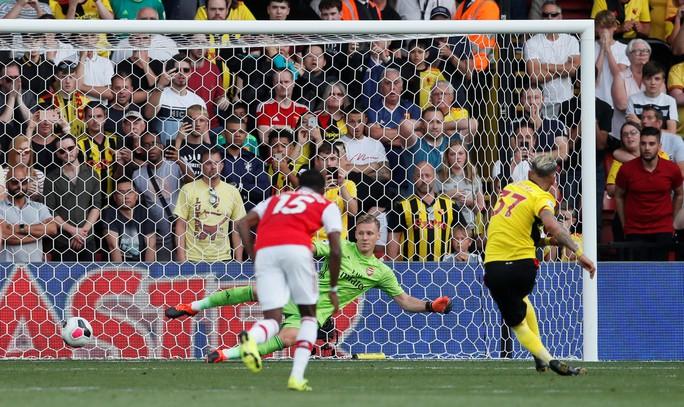 Ngỡ ngàng hàng thủ, Arsenal nhận quả đắng tại Vicarage Road - Ảnh 7.
