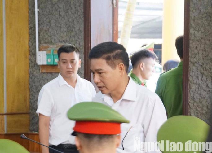Hoãn phiên tòa xử 8 bị cáo vụ gian lận điểm thi Sơn La - Ảnh 8.