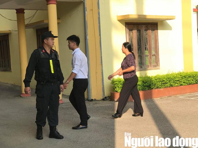 Hoãn phiên tòa xử 8 bị cáo vụ gian lận điểm thi Sơn La - Ảnh 4.