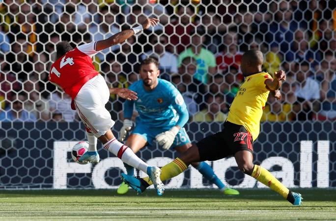 Ngỡ ngàng hàng thủ, Arsenal nhận quả đắng tại Vicarage Road - Ảnh 3.