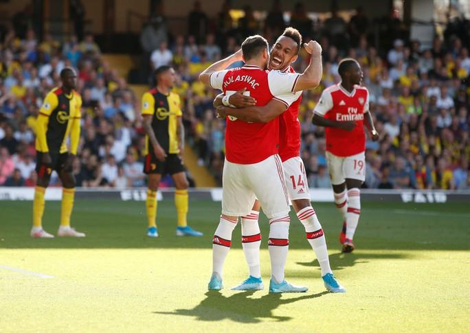 Ngỡ ngàng hàng thủ, Arsenal nhận quả đắng tại Vicarage Road - Ảnh 4.