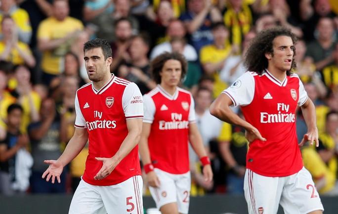 Ngỡ ngàng hàng thủ, Arsenal nhận quả đắng tại Vicarage Road - Ảnh 9.