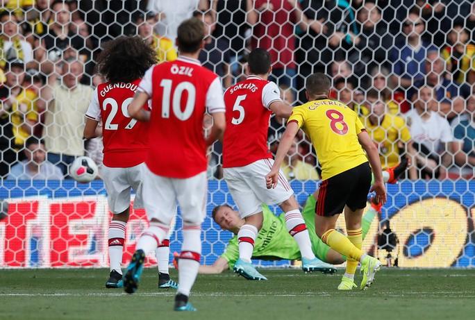 Ngỡ ngàng hàng thủ, Arsenal nhận quả đắng tại Vicarage Road - Ảnh 5.