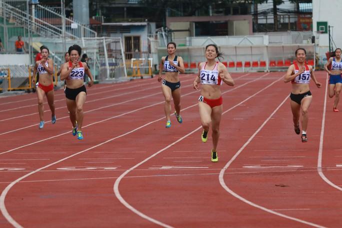 Bà mẹ trẻ Nguyễn Thị Huyền trở lại ngôi vô địch điền kinh quốc gia - Ảnh 1.