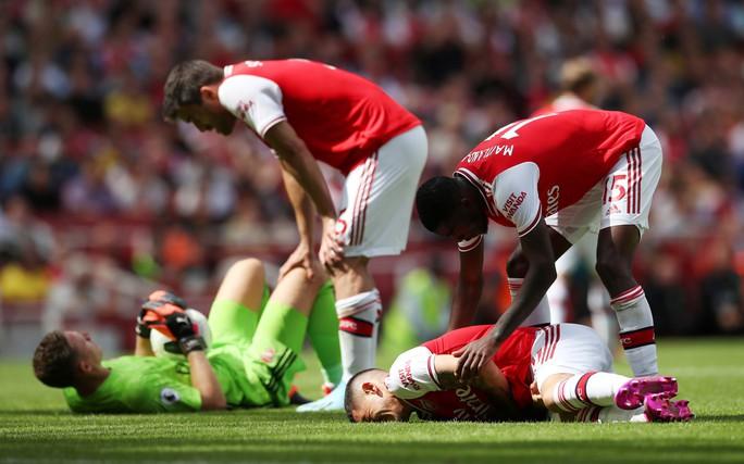Ngỡ ngàng hàng thủ, Arsenal nhận quả đắng tại Vicarage Road - Ảnh 2.