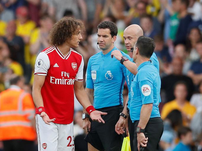 Ngỡ ngàng hàng thủ, Arsenal nhận quả đắng tại Vicarage Road - Ảnh 6.