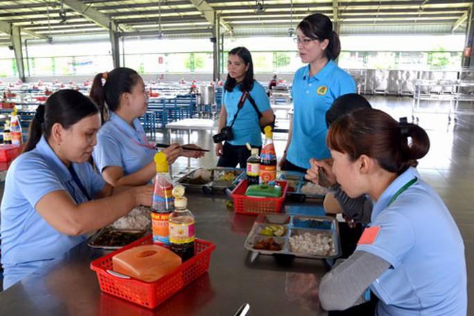 An Giang: 70 doanh nghiệp cải thiện bữa ăn giữa ca cho công nhân - Ảnh 1.