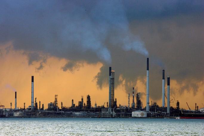 Cơ sở lọc dầu của Ả Rập Saudi bị tấn công: Trung Đông căng, châu Á lo - Ảnh 1.