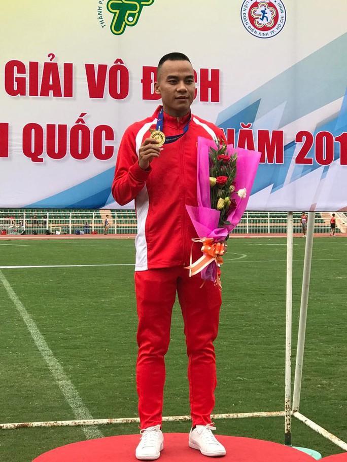 Nguyễn Thành Ngưng và 10 năm đi bộ đến ngôi vô địch quốc gia - Ảnh 1.