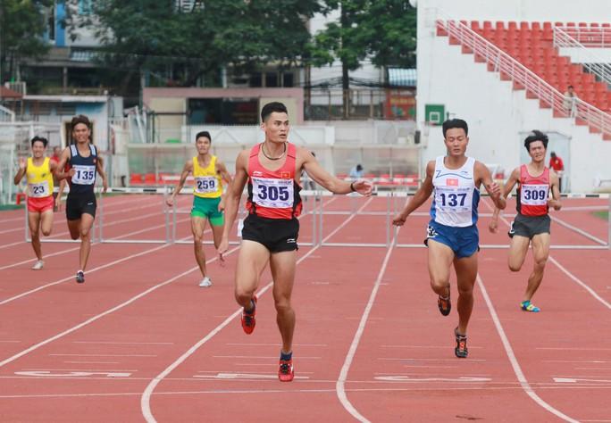 Nguyễn Thành Ngưng và 10 năm đi bộ đến ngôi vô địch quốc gia - Ảnh 3.
