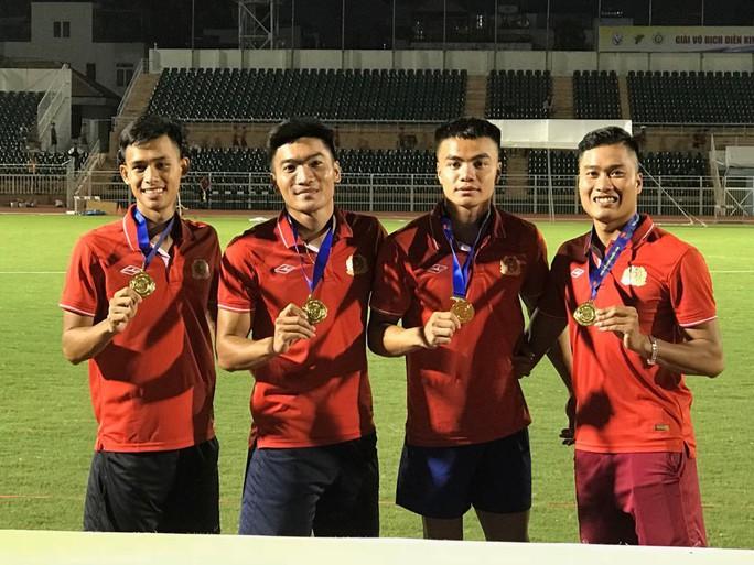 Nguyễn Thành Ngưng và 10 năm đi bộ đến ngôi vô địch quốc gia - Ảnh 6.