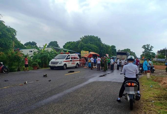 Hai vụ tai nạn xảy ra cùng một giờ khiến 2 người chết, 1 người bị thương - Ảnh 2.