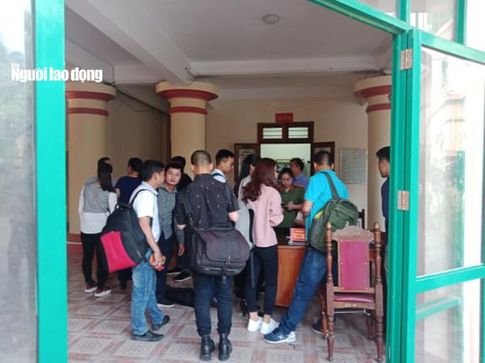 Hoãn phiên tòa xử vụ gian lận điểm thi ở Hà Giang - Ảnh 27.
