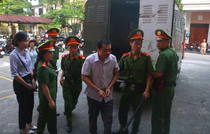 Hoãn phiên tòa xử vụ gian lận điểm thi ở Hà Giang - Ảnh 10.