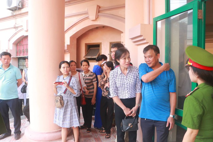 Hoãn phiên tòa xử vụ gian lận điểm thi ở Hà Giang - Ảnh 13.