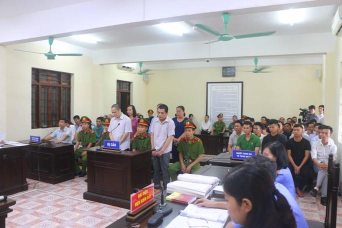 Hoãn phiên tòa xử vụ gian lận điểm thi ở Hà Giang - Ảnh 16.