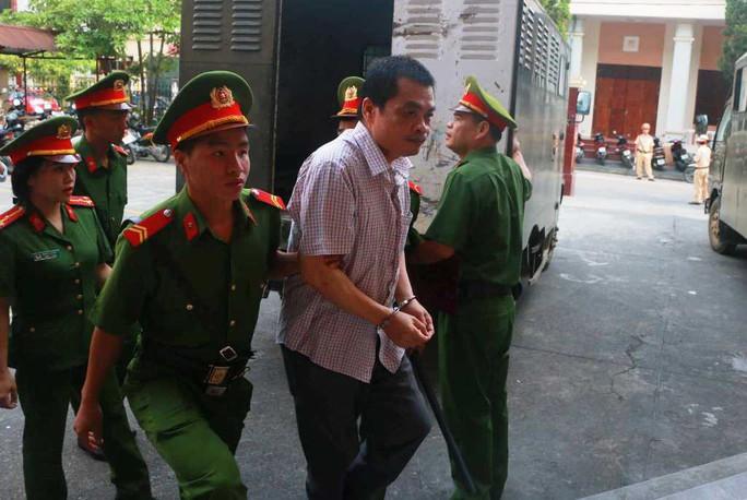 Hoãn phiên tòa xử vụ gian lận điểm thi ở Hà Giang - Ảnh 11.