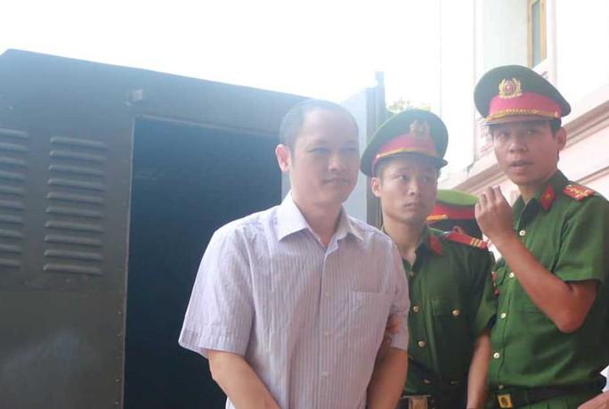 Hoãn phiên tòa xử vụ gian lận điểm thi ở Hà Giang - Ảnh 8.