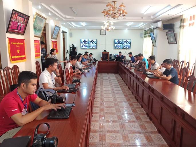 Hoãn phiên tòa xử vụ gian lận điểm thi ở Hà Giang - Ảnh 28.
