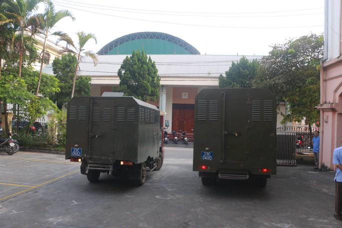 Hoãn phiên tòa xử vụ gian lận điểm thi ở Hà Giang - Ảnh 6.