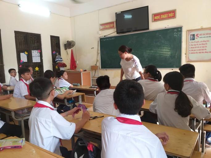 Hàng trăm học sinh lớp 7, 8 chưa được học tiếng Anh vì thiếu giáo viên - Ảnh 1.