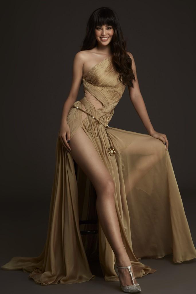 Nhận không ra Hoa hậu Trần Tiểu Vy ngây thơ ngày nào - Ảnh 11.