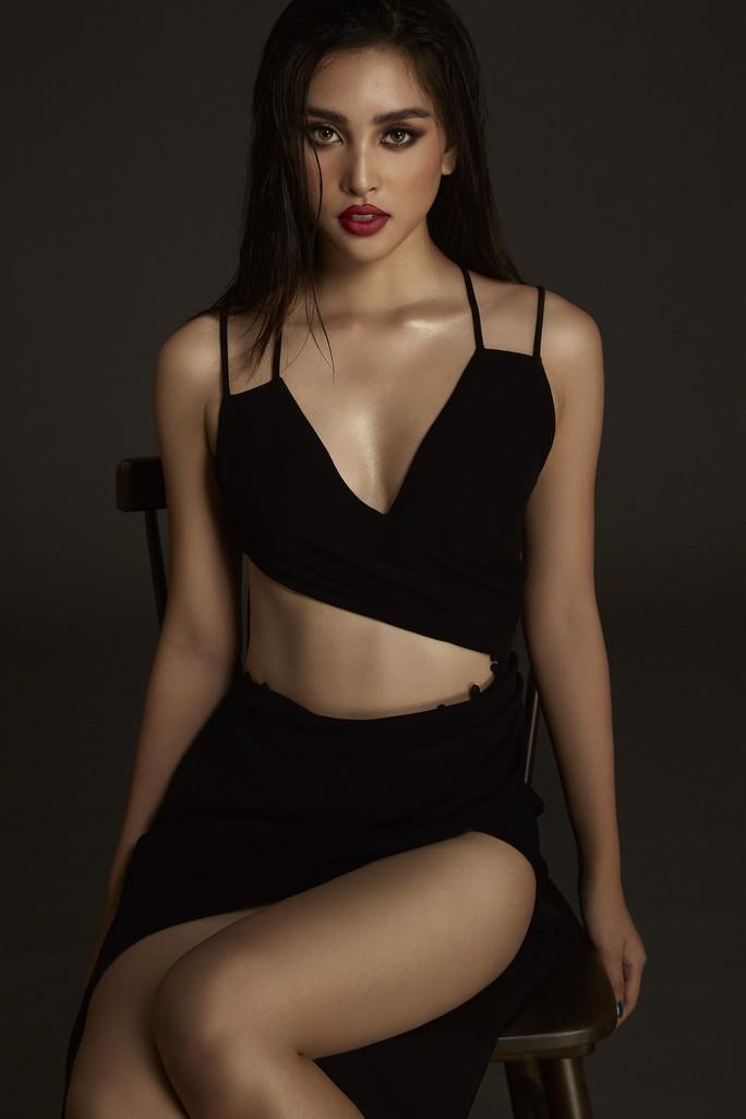 Nhận không ra Hoa hậu Trần Tiểu Vy ngây thơ ngày nào - Ảnh 6.