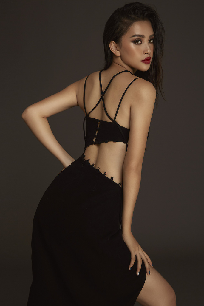 Nhận không ra Hoa hậu Trần Tiểu Vy ngây thơ ngày nào - Ảnh 4.