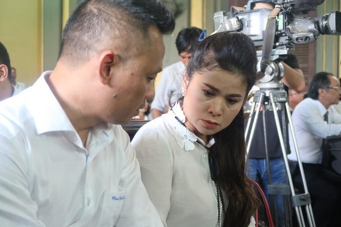 Hoãn phiên xử phúc thẩm vụ ly hôn của vua cà phê Trung Nguyên - Ảnh 1.