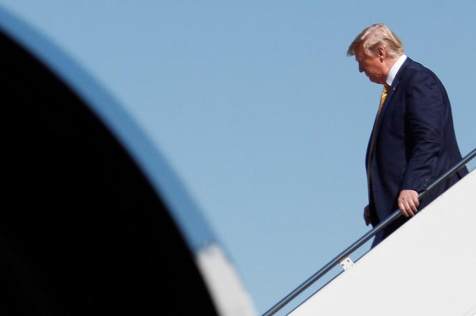 Ông Trump cảnh báo Trung Quốc về thương chiến - Ảnh 1.