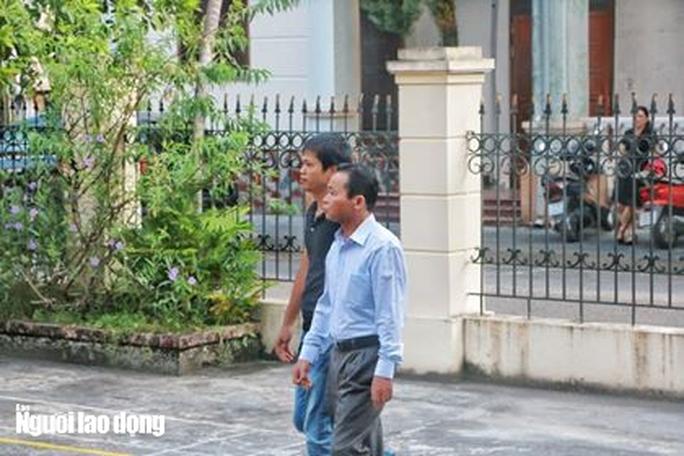 Hoãn phiên tòa xử vụ gian lận điểm thi ở Hà Giang - Ảnh 4.