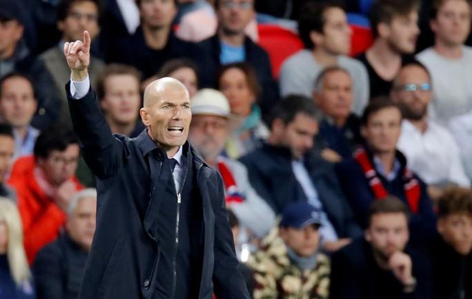 HLV Zidane bất ngờ với sự yếu kém ở hàng công Real Madrid - Ảnh 7.